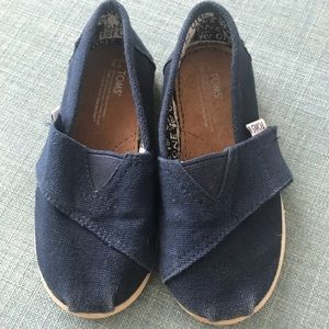 Excellent condition Toddler size 8 navy Toms